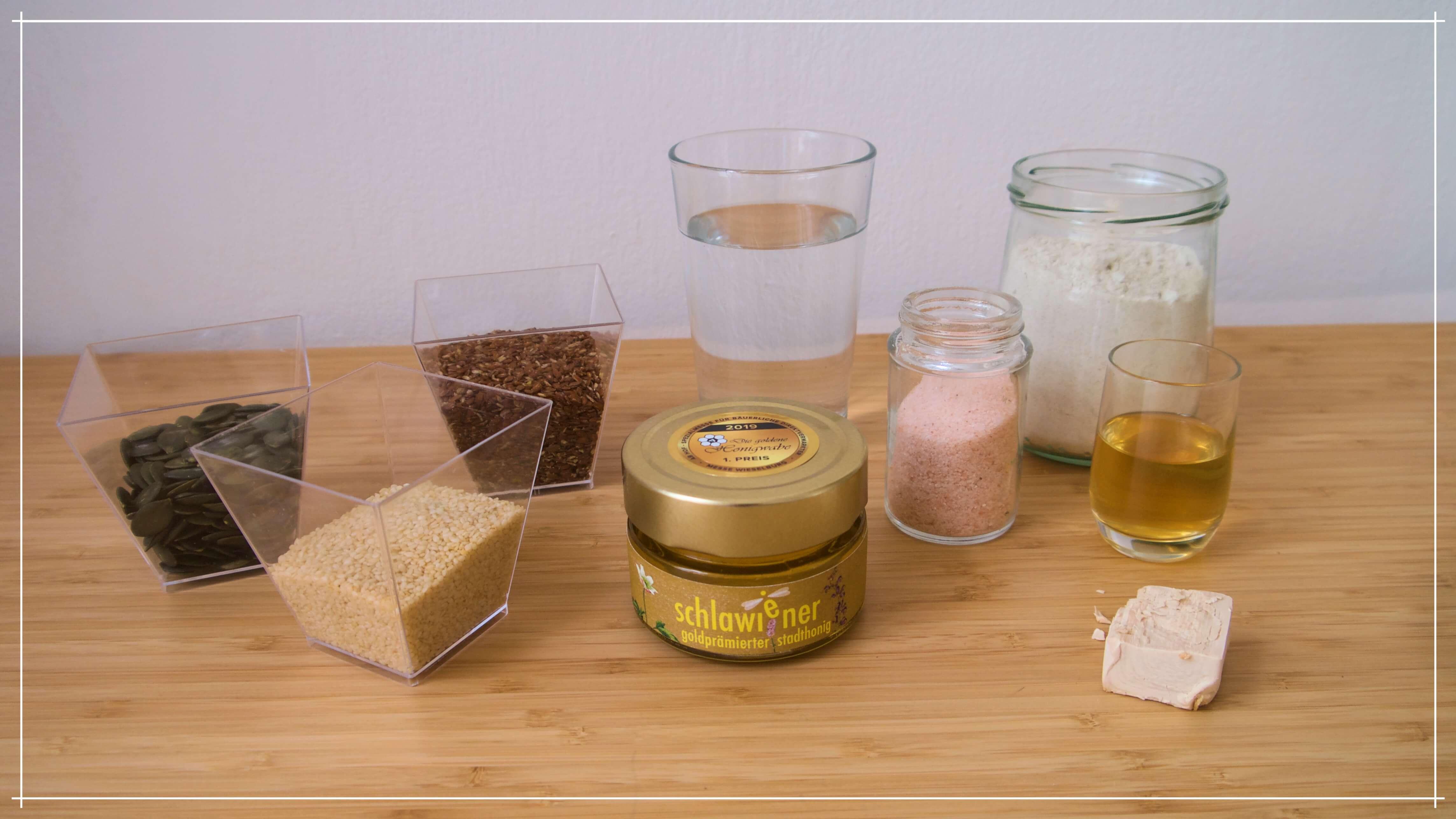 Zutaten für dein selbstgebackenes Honigbrot mit schlawiener honig
